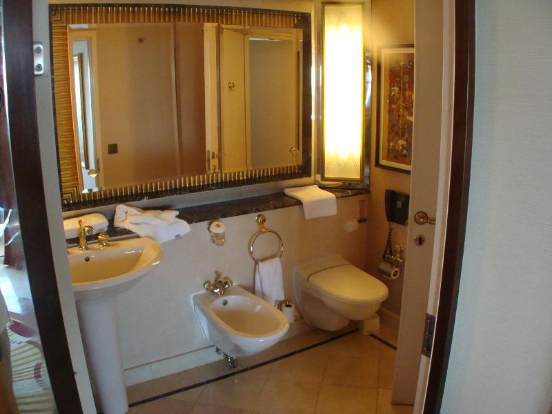 Royal Suite Bath2