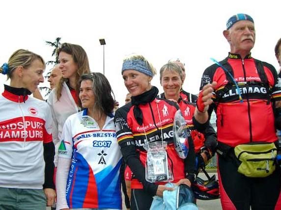 Claus mit den deutschen Damen